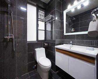 130平米三室两厅现代简约风格卫生间浴室柜装修案例