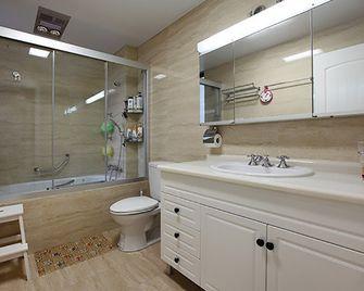 110平米三室一厅田园风格卫生间装修效果图