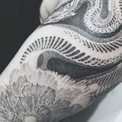 推荐点刺线条纹身图