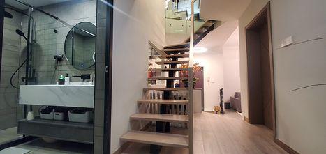 140平米三室两厅现代简约风格楼梯间欣赏图