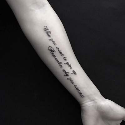 字母手臂内侧纹身款式图