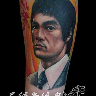 彩色李小龙肖像纹身款式图