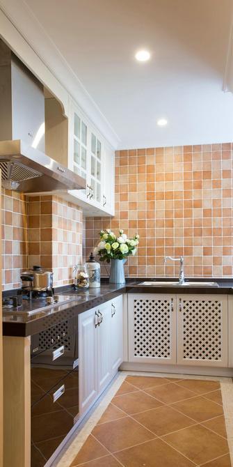 130平米三室一厅地中海风格厨房设计图