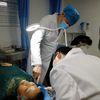 [术后7天] 杨大平教授面部提升手术选择隐蔽性的切口位置,在发际线内及边缘的锯齿状,采用无张力美容缝合技术,减少疤痕形成,术后痕迹几乎看不出来。7天基本消肿,不影响正常活动,1-3个月左右完全恢复。