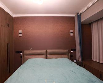 130平米三室两厅混搭风格卧室图片