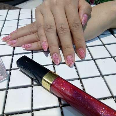 粉色小公主美甲图