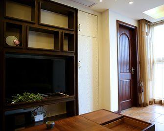 90平米三室两厅东南亚风格客厅欣赏图