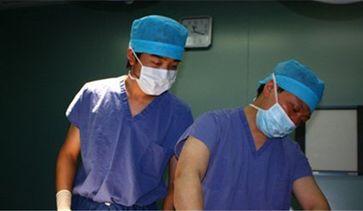 与导师林晓曦教授一起进行自体脂肪移植手术