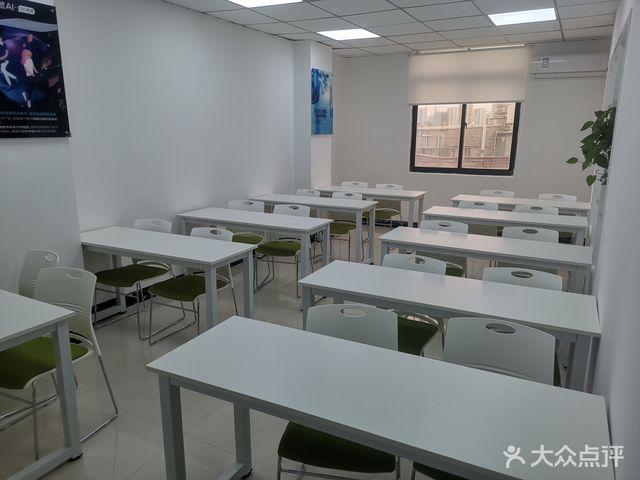 平潭松鼠教育培训中心